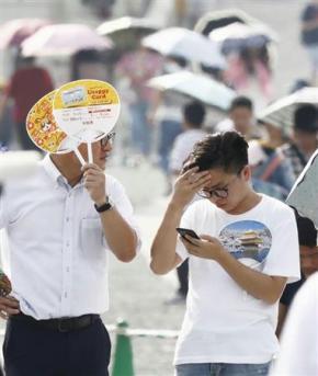 [ITmedia エグゼクティブ] 猛暑 熱中症の対策強化 飲料各社、新商品や増産相次ぐ