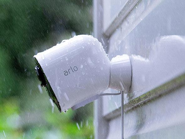 屋外設置なら防水機能は必須です。画像は「Arlo Ultra」