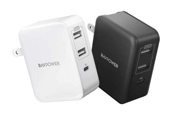 まだまだ多数派のUSB Type-Aポートも搭載していれば、従来の機器も同時に充電できる。写真は「RAVPower RP-PC060」