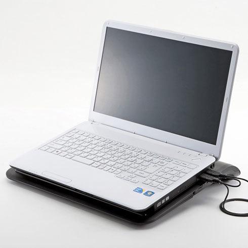 クーラー機能に特化したアイテムもあります。写真はサンワサプライ ノート用クーラーパッド(ターボ機能付き)TK-CLN19U