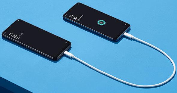 バッテリー容量5000mAhの「OPPO A5 2020」は他のスマホなどにUSB充電できる機能を持っています