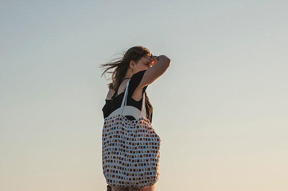 お気に入りのエコバッグと一緒に出かけよう(イメージ写真 Photo by Juli Kosolapova on Unsplash)