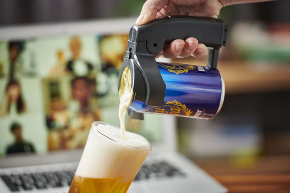 家飲みでもクリーミーな泡を楽しめる家庭用ビールサーバー(写真はタカラトミーアーツ「ビールアワー極泡スマート」)