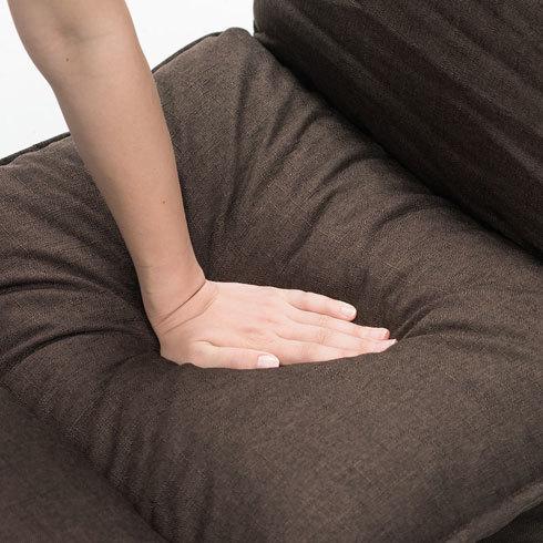 座椅子:座面の幅とクッション性をチェック