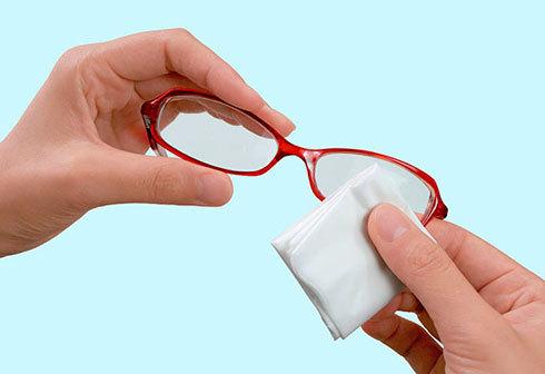マスクの曇り止めアイテム:手軽さにこだわるなら「クロスタイプ」か「シートタイプ」