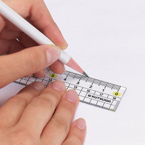 左利きグッズ:左利き用の定規、ペンの選び方