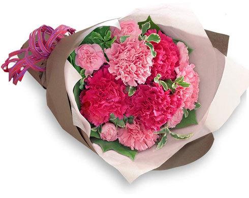 フラワーギフト:花を生けて楽しめる「鉢植えタイプ」か「花束タイプ」