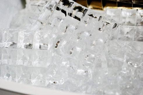 製氷機:製氷できる個数と氷のサイズをチェック