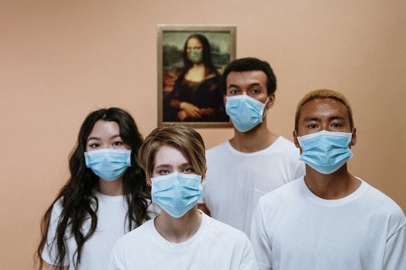 4人のマスク