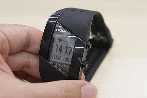 e0ab184728 エプソンが10月2日、ウェアラブルデバイスの新製品を発表しました。いずれも同社のデバイス技術を生かしたラインアップです。運動強度やカロリー収支、睡眠や心の状態  ...
