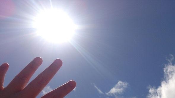 太陽を見ると、くしゃみが出ませんか?