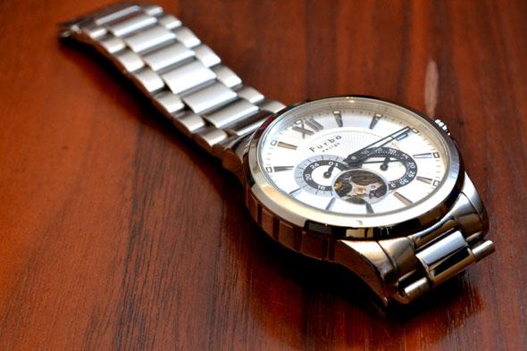 newest 7f942 d06d0 腕時計やピアスで肌が赤くなる「金属アレルギー」の症状と治療法 ...