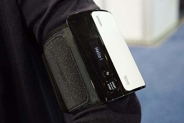 本体・カフ一体型上腕式血圧計