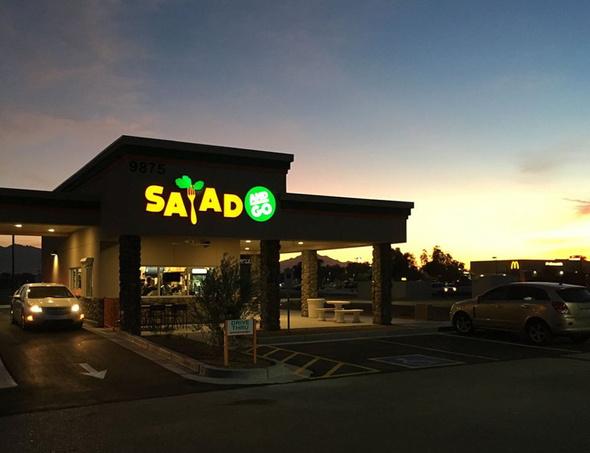 「Salad and Go」のドライブスルー(同社のFacebookページより)