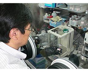 実験用の物質合成の様子