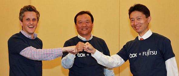(左から)Boxのアーロン・レヴィCEO、富士通の阪井洋之常務、Box Japanの古市克典社長