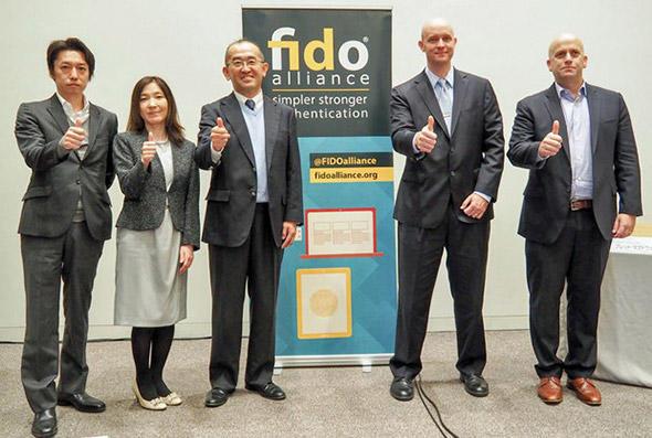(写真左から)ヤフー 決済金融カンパニーIDソリューション本部企画室部長兼サービスマネージャー ・FIDO Japan WG副座長 菅原進也氏、NTTドコモ プロダクト部プロダクトイノベーション担当課長・FIDO Japan WG副座長 外山由希子氏、NTTドコモ プロダクト部プロダクトイノベーション担当部長・FIDO Japan WG座長 森山光一氏、FIDOアライアンス エグゼクティブディレクター ブレット・マクダウェル氏、FIDOアライアンス マーケティング担当シニアディレクター アンドリュー・シキアー氏