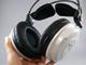 レビュー:カンタン接続と迫力の密閉型ヘッドフォンが魅力——「REX-WHP1P」