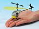 微妙な指使いを極めろ:タカラトミー、室内専用の赤外線コントロールヘリ「ヘリQ」