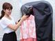 PR:空気で除菌・脱臭:悩める男女の救世主になるか?——衣類エアウォッシャー「ラクーン」を社内に置いてみた結果