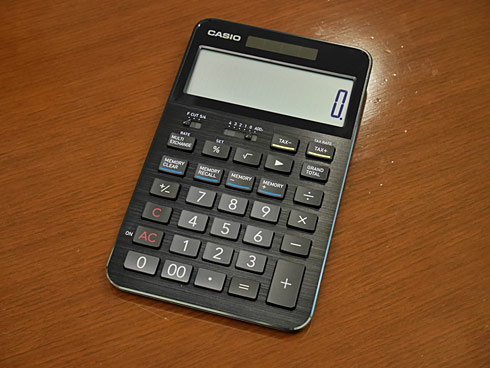 電卓にも 持つ喜び を カシオ計算機が常識外れの高級電卓 s100 を発売