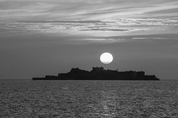 三好和義写真展「楽園の跡 軍艦島」