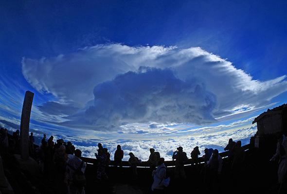 小岩井 大輔 写真展「富士山頂上〜つるし雲〜」