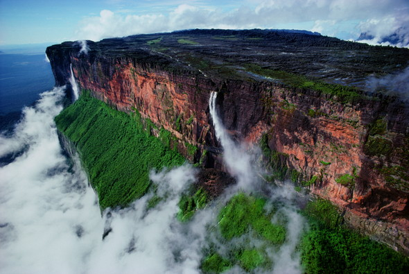 FUJIFILM SQUARE 企画写真展「南米大陸 いちばん遠い地球」〜熱狂の大地がやってきた!〜