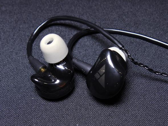 BA型ドライバー2基とダイナミック型ドライバー1基を搭載したハイブリッドイヤフォン「IT03」