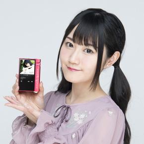声優の小倉唯さんが監修した特別仕様モデル「AK70 MKII Yui Ogura Edition」