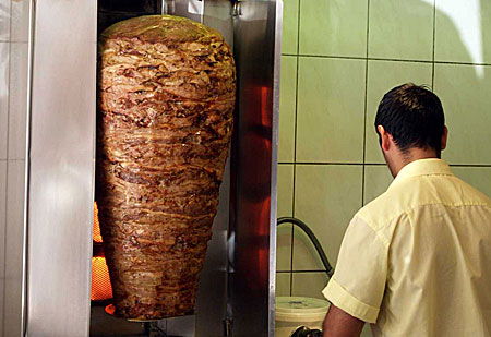 ケバブと中華、どちらに軍配? ドイツの軽食事情:松田雅央の時事日想(1/2 ページ)