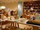 本のための小さな家具とプロダクト