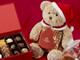 サンタベアはチョコと一緒に何を運ぶ?