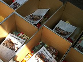 箱詰めされ被災者に送られる食品