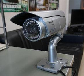 異例「全小学校の通学路70メートル毎に防犯カメラ」、子供を守れるのか (1/3)
