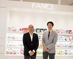 ファンケルの保坂嘉久取締役(左)と佐野博一部長