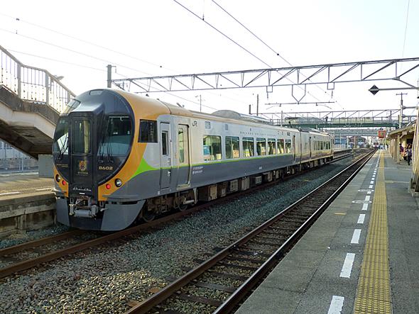 新型特急電車8600系