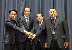 左からCtrip Japanの梁頴希社長、ウィ・ジャパンの李剛社長、TSの松村茂社長、日本郵便の中島直樹常務