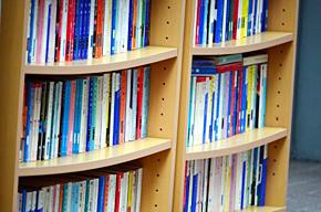 新旧さまざまな本を借りられる図書館だが……(写真はイメージです)