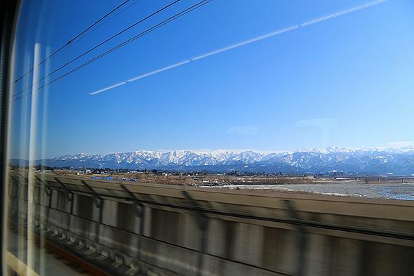 富山駅付近で立山連峰を望む