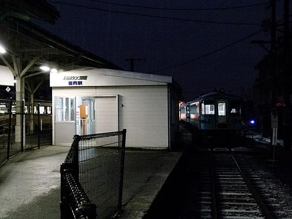 北近畿タンゴ鉄道の豊岡駅。始発列車の時間は窓口が開いていない。普通乗車券は自動券売機で購入できる
