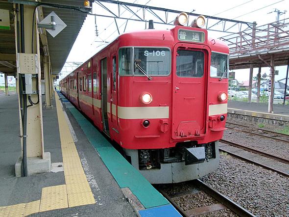 「赤電」として親しまれた国鉄711系電車