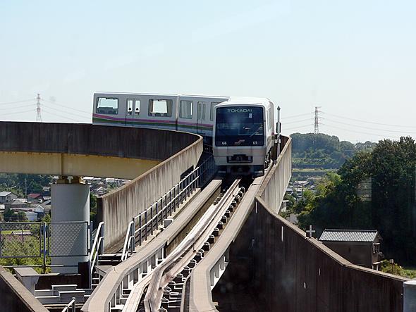 桃花台新交通「ピーチライナー」。廃線を利用して、愛知万博に出展された「トヨタIMTS」にする案もあった