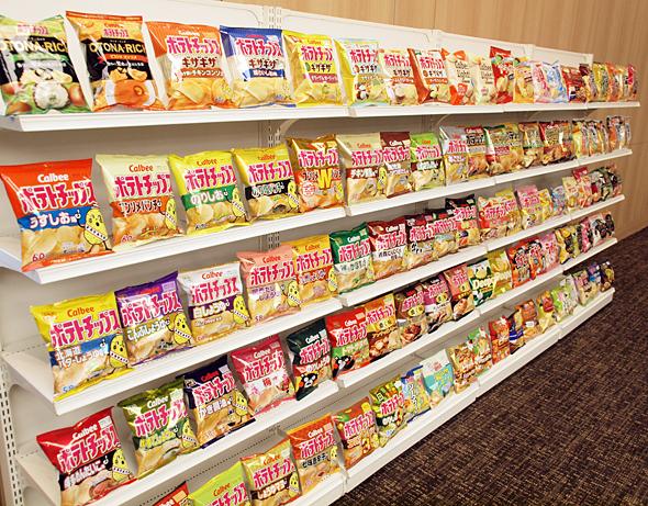 過去最高の売上高を達成したカルビー。ポテトチップス商品の国内シェアは7割近い