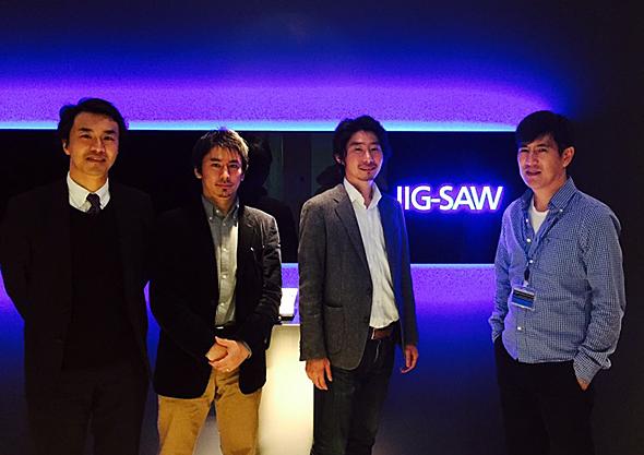 JIG-SAWの札幌コントロールセンターをispaceが訪れたときの写真。右からJIG-SAWの山川代表取締役、ispaceの袴田代表取締役、中村COO、筆者