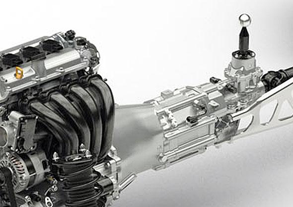 NDロードスターMT。新型ロードスターのトランスミッションの外側にはリブが無い。軽量化と小型化に払われた努力には敬意を表したい