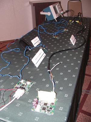 写真5 DSIと従来のエアバッグ通信ネットワークの比較