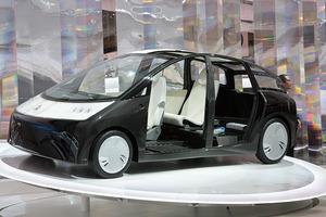 写真1 トヨタのコンセプトカー1/Xは、CFRPを全面的に採用し、プリウスの3分の1となる420kgの車重を実現した