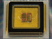 写真4 ロームの圧電薄膜ジャイロセンサー