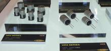 写真14HRVシリーズ(左)とHRXシリーズ(右)